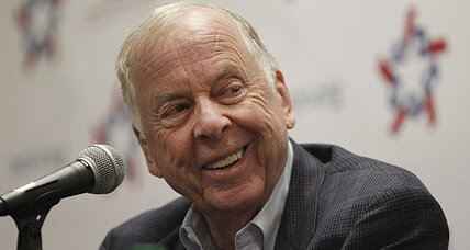 Energy tycoon Pickens backs Romney