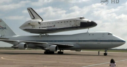 Space shuttle Endeavour makes layover in Houston, next stop L.A. (+video)