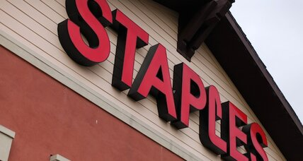 Staples speeds up store closures, focuses online