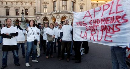Gleeful Parisians wait to buy iPhone 5. Then protesters appear.
