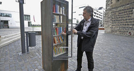 Public bookshelves – in NYC phone booths?