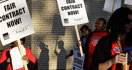 Chicago strike: Teachers picket outside schools