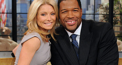 Kelly Ripa debuts new co-host Michael Strahan