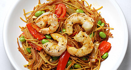 Shrimp fideos with red bell pepper and edamame