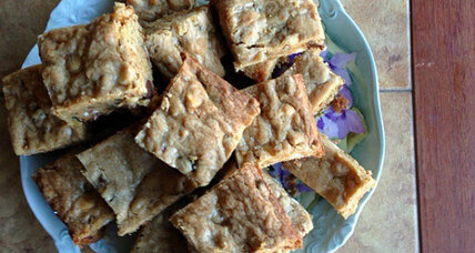 White and dark chocolate chip blondies