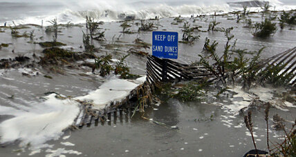 Tracking hurricane Sandy: As storm 'zigs,' it's also changing dramatically