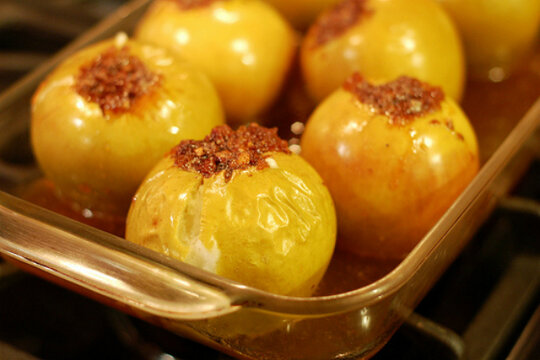 20 apple recipes - Baked apples with candied ginger and ...
