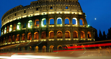No more paninis on the piazza? Rome bars tourists from eating at historical sites