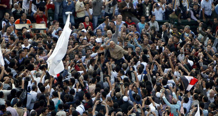 New protests in Tahrir Square as Egypt's Morsi grants himself broad powers
