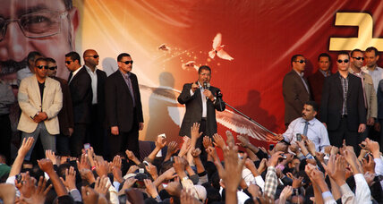 Egypt's Morsi to meet with judges over power grab