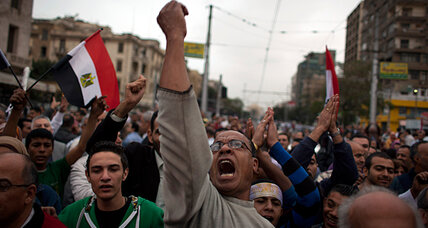 Protesters and police clash outside Egyptian presidential palace