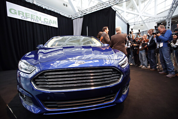 ford hybrids fail to meet gas mileage ratings consumer reports says. Black Bedroom Furniture Sets. Home Design Ideas