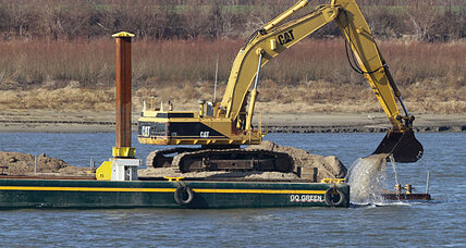 Drought's winter toll: Mississippi barges face losses while US blasts river (+video)