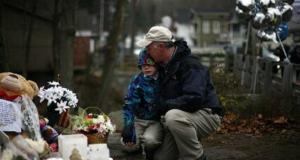'Pilgrims' pour into Sandy Hook Village after massacre (+video)