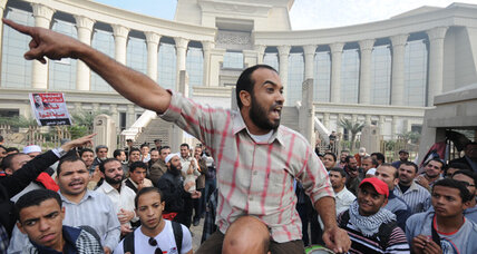 Egypt's constitution hangs in balance as judges face off against Morsi (+video)