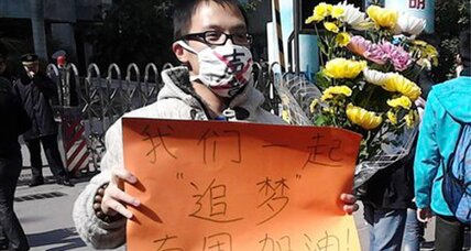 Hundreds protest censorship of Chinese newspaper