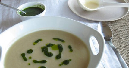 Meatless Monday: Creamy cauliflower soup with herbed olive oil