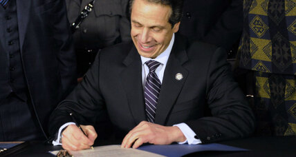 New York passes tough gun laws: 'draconian' or trailblazing? (+video)