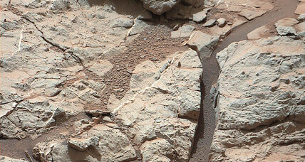White veins of Mars: Curiosity hits 'a jackpot' in quest for wetter past