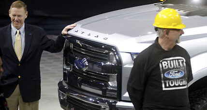 Detroit auto show: Trucks and luxury features rule the week