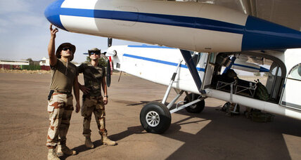 French push north, seize key airport and bridge in Mali