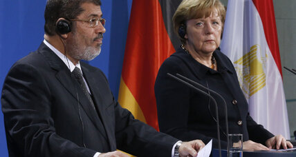 German visit offers Egypt's Morsi no relief from mounting pressures (+video)