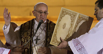 Pope Francis emerges to cheers of 'Viva il Papa'