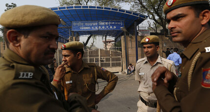 Driver of gang-rape bus in Delhi hangs himself in prison