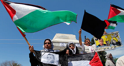 Palestinian prisoners go on hunger strike en masse to protest inmate's death