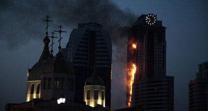Huge skyscraper fire engulfs unoccupied high-rise in Russia (+video)