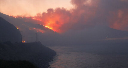 Wildfire on California coast: On Day 2, more Santa Ana winds (+video)