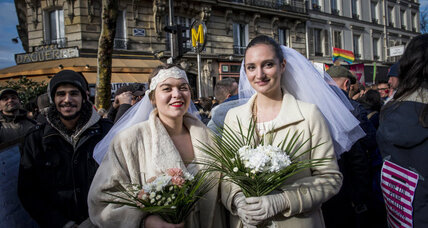 Francois Hollande signs France's same-sex marriage bill into law