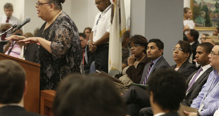 Chicago simmers over school closings. Is that bad for Mayor Emanuel? (+video)
