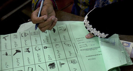 Pakistanis vote in historic election even as violence looms