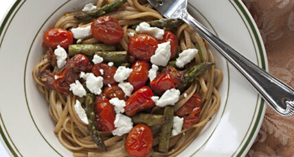 Meatless Monday: linguine with asparagus, tomatoes, and goat cheese