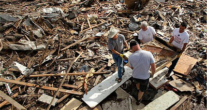 Oklahoma tornado debris could pile a mile high: Obama promises help