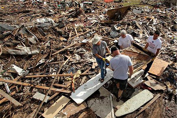 Pile Of Building Debris : Oklahoma tornado debris could pile a mile high obama