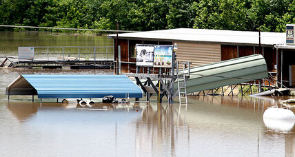 Mississippi River towns brace for rising floodwaters