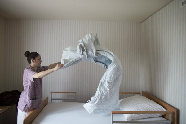 Bed Making Customs Vary By Country As In Norway Where S Share The Same But Wrap Up Their Own Sheets Here A Woman Changes Inat