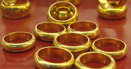Gold nears three-week low on stimulus tapering