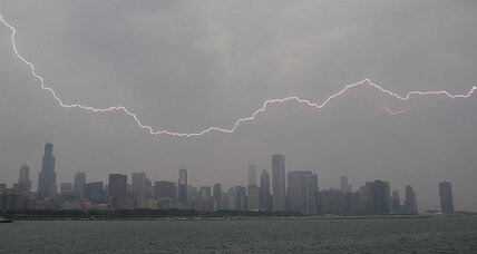 'Very dangerous' storm rattles Midwest