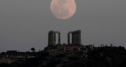 Supermoon: Will it be 5 times larger? Not exactly. Still, cue 'Moonstruck.'