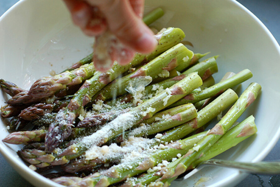 Parmesan garlic grilled asparagus csmonitor garden of eating forumfinder Images