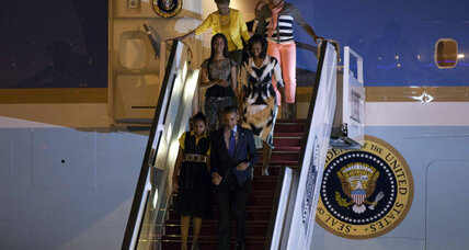 Obama lands in an Africa more skeptical of his presidency (+video)