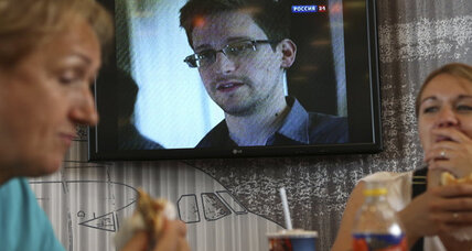 With more at stake, US and Russia cool war of words over l'Affaire Snowden (+video)