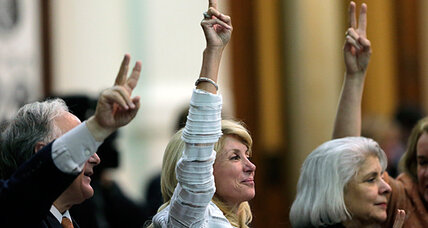 Filibuster of Texas abortion bill makes a star of Wendy Davis. Will that last? (+video)