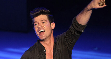 Robin Thicke soars to No. 1 in the UK (+video)
