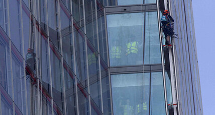 Greenpeace Shard climbers: Activists protest Arctic drilling