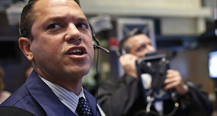 Stocks eke out small gains on mixed earnings