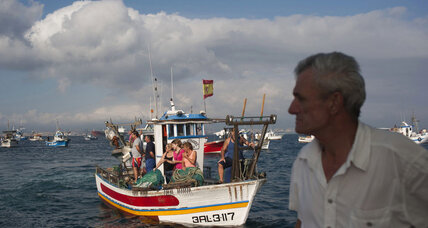 Spanish fishermen protest Gibraltar reef
